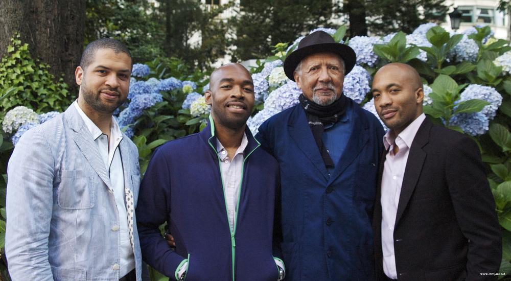 3  찰스 로이드 쿼텟 멤버들(좌로부터) 제이슨 모란, 에릭 할랜드, 찰스 로이드, 루벤 로저스.jpg