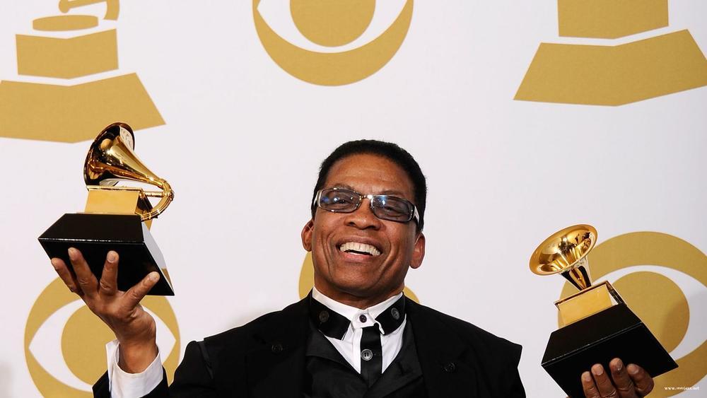 2 2007년 그래미 어워드 올해의 앨범 상을 수상한 허비 핸콕. 재즈 아티스트로서 역대 두번째 이 부문 수상자가 되었다..jpg