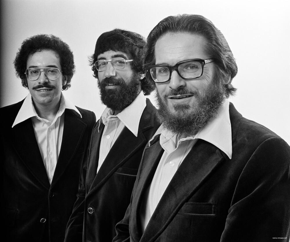 1 좌로부터) 베이시스트 에디 고메즈, 드러머 엘리엇 지그문드, 피아니스트 빌 에번스.jpg