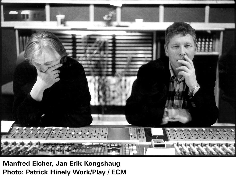 3 좌로부터) 프로듀서 만프레드 아이허, 엔지니어 얀 에릭 콩샤우.jpg