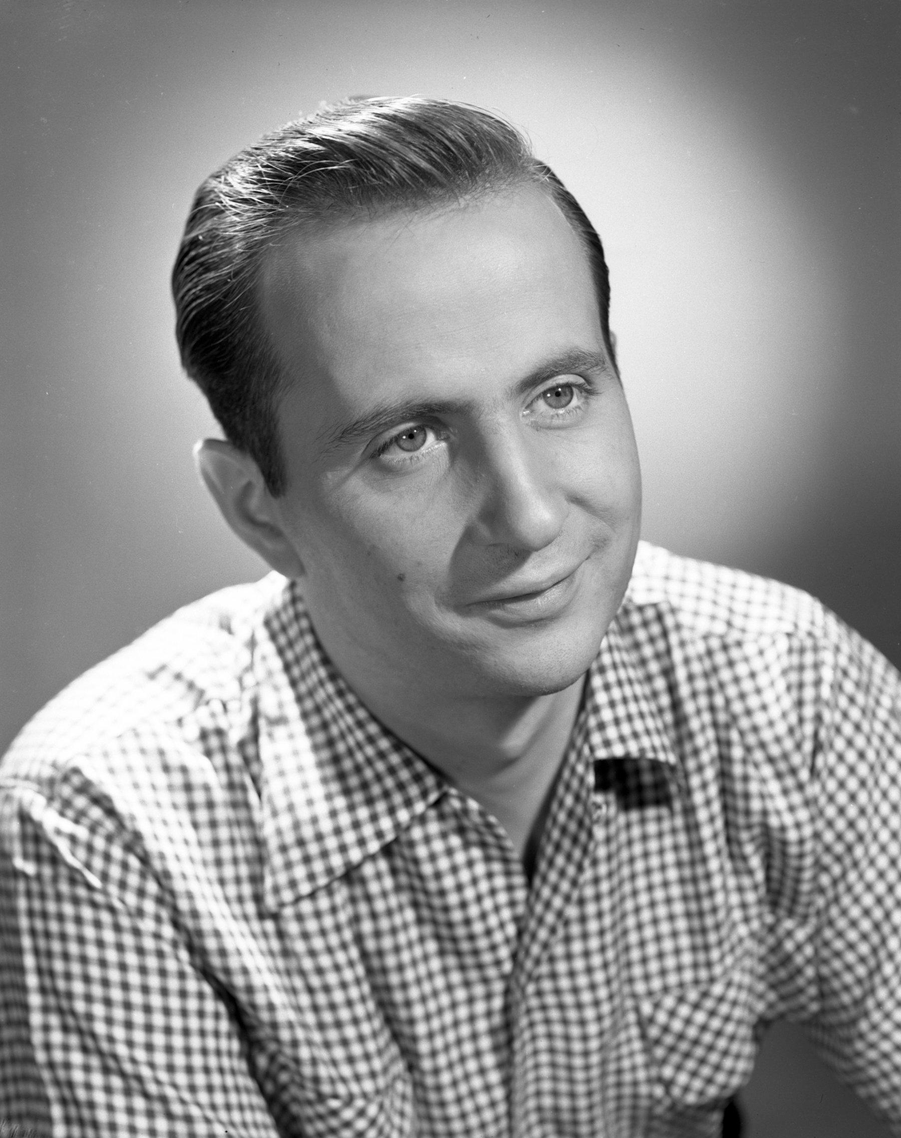 3 작곡가로 이름을 알리기 시작하던 60년대 조니 맨델의 모습.jpg